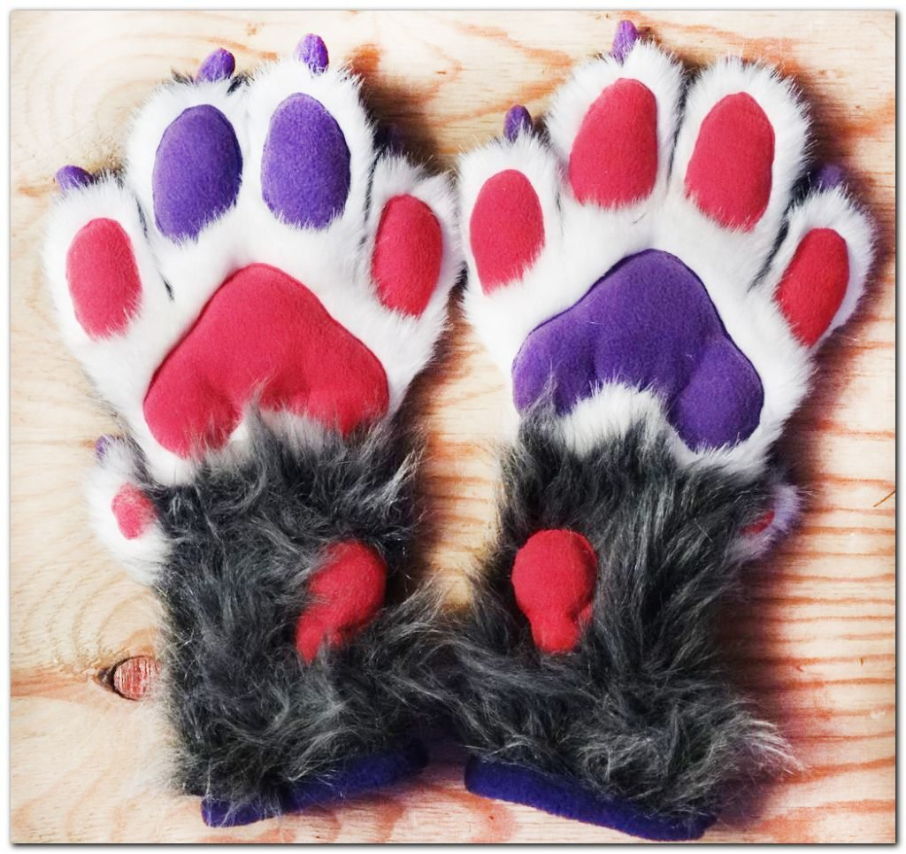 Handpaws fo Lux's fursuit