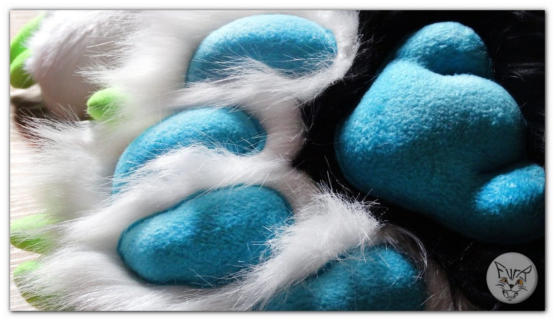 #FurRCluB #Happy_Fox #Manufacture #Feetpaws