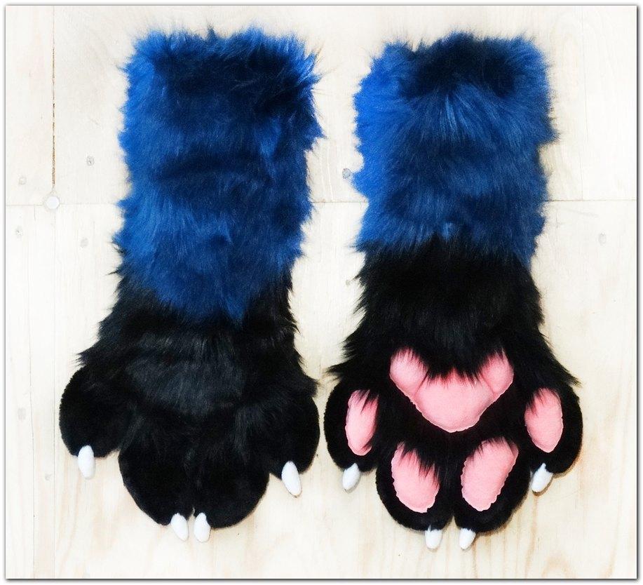 #Handpaws #Kacec #foxfursuit #furr_club #fursuit #furrclub