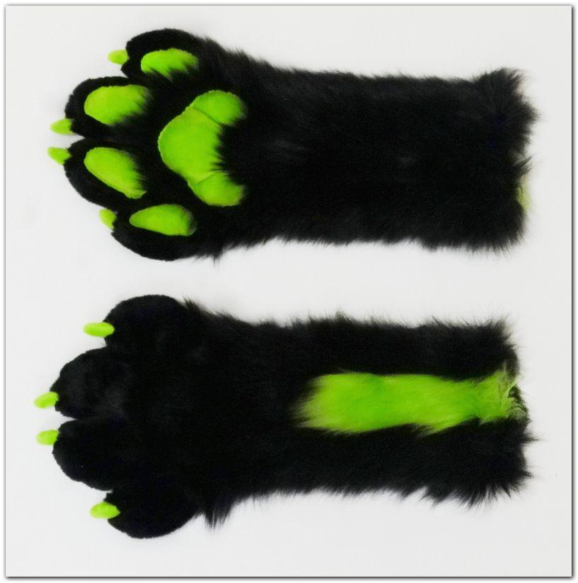 #Handpaws #Tzyko #foxfursuit #furr_club #fursuit #furrclub