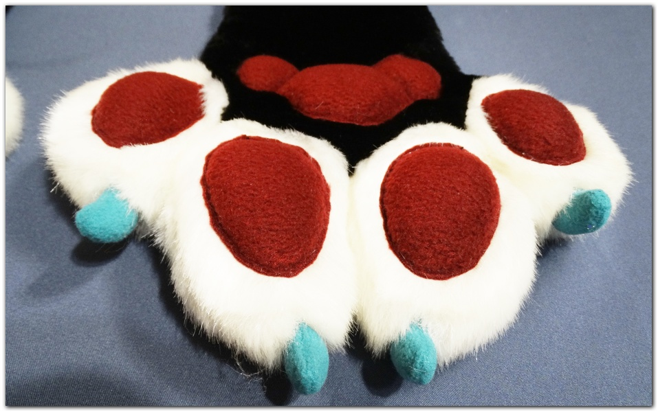 Paws design of Classic Fox v2 fursuit #furr_club #fursuit #Paws